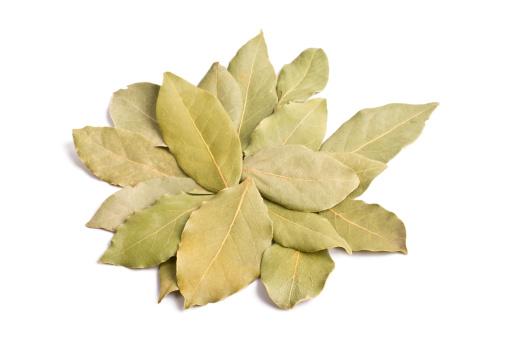 Bay Leaf「Pile of bay leaves isolated」:スマホ壁紙(7)