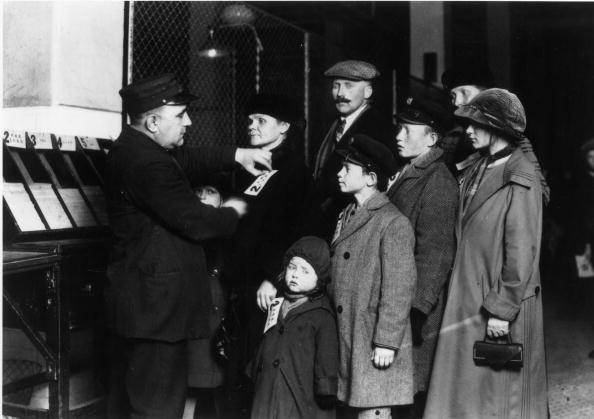 Immigrant「On Ellis Island」:写真・画像(9)[壁紙.com]