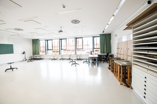 Elementary School Building「Contemporary Empty School Art Classroom, Europe」:スマホ壁紙(15)