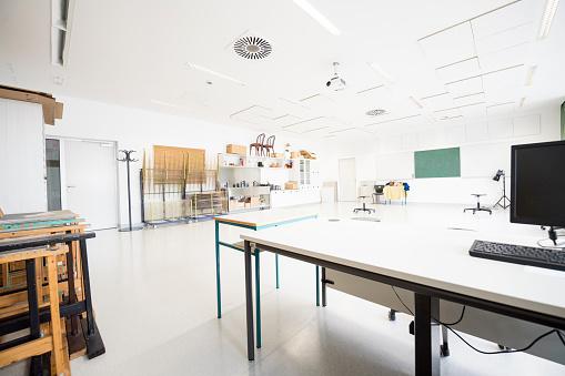 Elementary School Building「Contemporary Empty School Art Classroom, Europe」:スマホ壁紙(19)