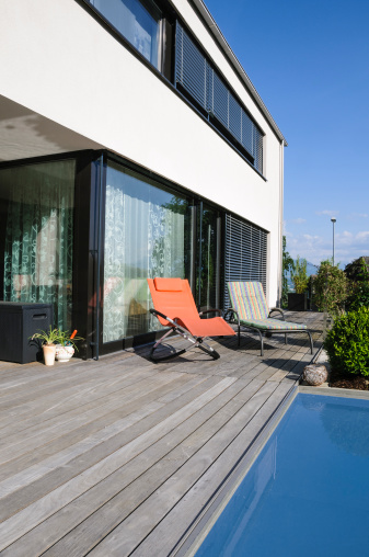 Deck Chair「Contemporary architecture modern home pool deck outdoors」:スマホ壁紙(17)