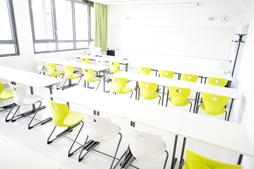 State School「Contemporary Empty Classroom During Holidays」:スマホ壁紙(16)