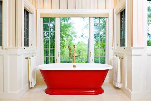 Free Standing Bath「Contemporary Bathroom Design with Freestanding Iron Bathtub」:スマホ壁紙(5)