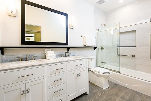 Sink「Contemporary Bathroom Design with Vanity and Shower Bathtub」:スマホ壁紙(0)