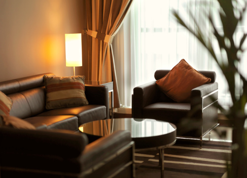 Hotel「Contemporary living room with brown leather sofa」:スマホ壁紙(8)