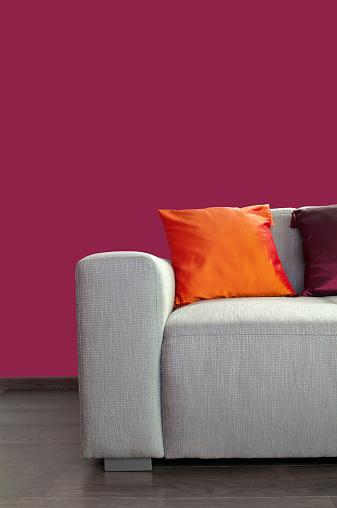 Magenta「Contemporary gray material sofa with pillows against purple wall」:スマホ壁紙(5)