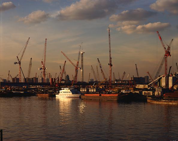 Dawn「Canary Wharf construction, London, United Kingdom.」:写真・画像(7)[壁紙.com]