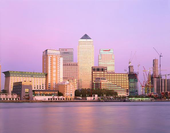 Dawn「Canary Wharf  Docklands area. London  United Kingdom.」:写真・画像(8)[壁紙.com]