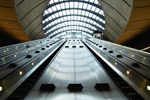 No People「Canary Wharf Underground station escalator entrance, London, UK」:写真・画像(19)[壁紙.com]