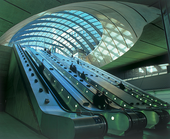 Concrete「Canary Wharf underground station  London  UK.」:写真・画像(12)[壁紙.com]