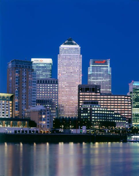 Canary Wharf at night. London  United Kingdom.:ニュース(壁紙.com)