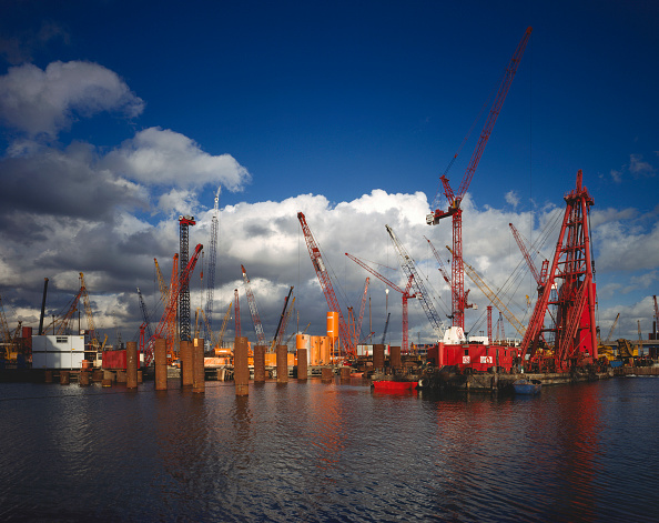 Construction Equipment「Canary Wharf construction and floating crane, London, United Kingdom.」:写真・画像(18)[壁紙.com]