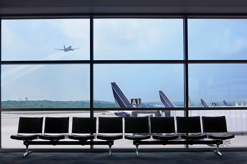 Airport Departure Area「Airport waiting area, airplane taking off」:スマホ壁紙(14)