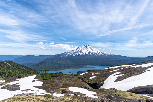 The Nature Conservancy「Llaima volcano and Conguillio Lake from Sierra Nevada volcano」:スマホ壁紙(11)