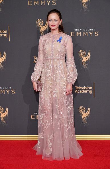 Alexis Bledel「2017 Creative Arts Emmy Awards - Day 2 - Arrivals」:写真・画像(19)[壁紙.com]