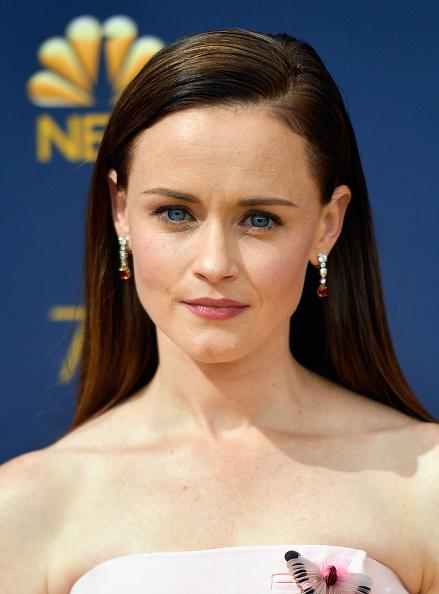 Alexis Bledel「70th Emmy Awards - Arrivals」:写真・画像(9)[壁紙.com]