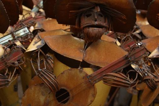 Guitarist「Metal sculpture of mariachi guitarist」:スマホ壁紙(3)