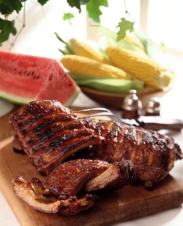 Sparerib「BBQ ribs on cutting board」:スマホ壁紙(19)