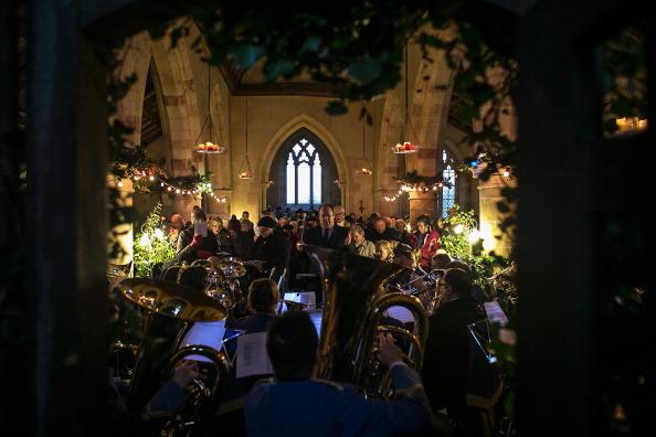 Religious Service「Abandoned Village Hosts Christmas Carols Service」:写真・画像(3)[壁紙.com]