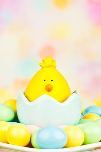 キャラクター「かわいい女の子とイースター卵」:スマホ壁紙(19)