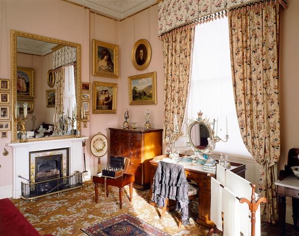 Dressing Table「Queen Victoria's Dressing Room, Osborne House, c1990-2010」:写真・画像(4)[壁紙.com]