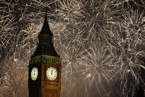 Dan Kitwood「New Years Eve Is Celebrated In London With A Huge Firework Display」:写真・画像(15)[壁紙.com]