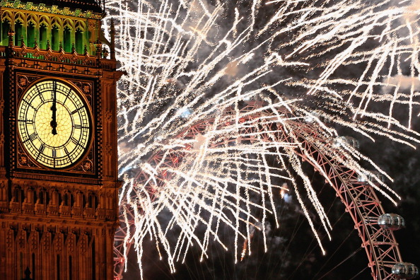 Urban Skyline「The New Year Is Celebrated In London With A Firework Display」:写真・画像(1)[壁紙.com]