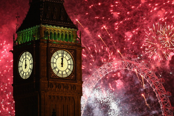 Urban Skyline「The New Year Is Celebrated In London With A Firework Display」:写真・画像(11)[壁紙.com]