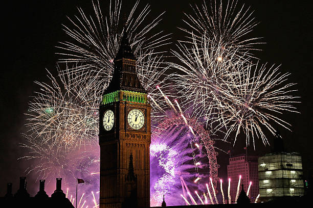 The New Year Is Celebrated In London With A Firework Display:ニュース(壁紙.com)