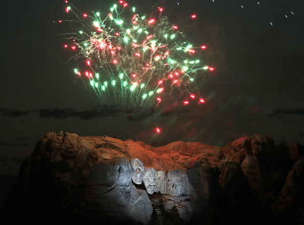 Keystone「President Trump Hosts Independence Day Fireworks At Mount Rushmore」:写真・画像(2)[壁紙.com]