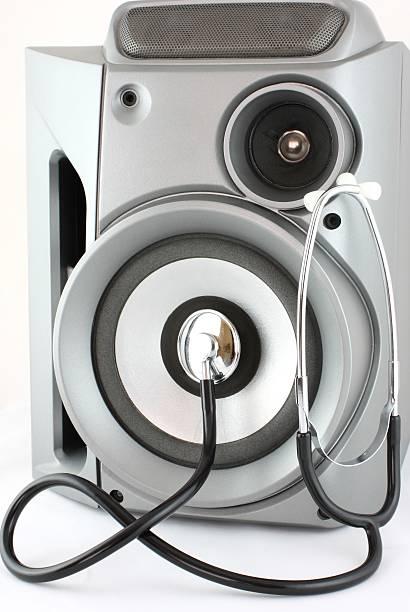 Speaker and Stethoscope:スマホ壁紙(壁紙.com)