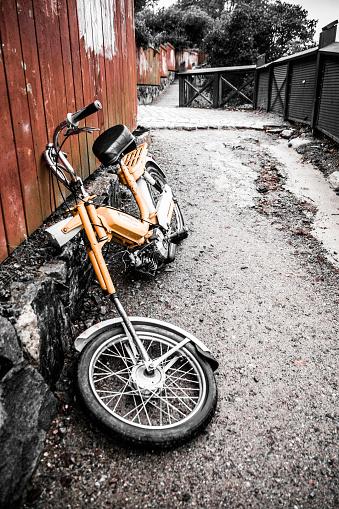 自転車・バイク「Old motorcycle at Stockholm」:スマホ壁紙(2)