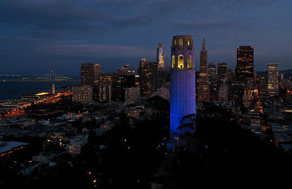 Blue「Across U.S., Stadiums, Landmarks Illuminated In Blue To Honor Essential Workers」:写真・画像(18)[壁紙.com]