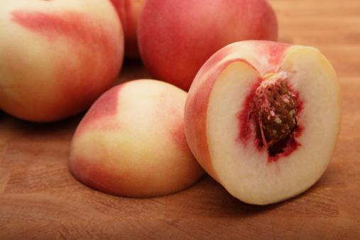 Peach「Peaches On Cutting Board」:スマホ壁紙(11)