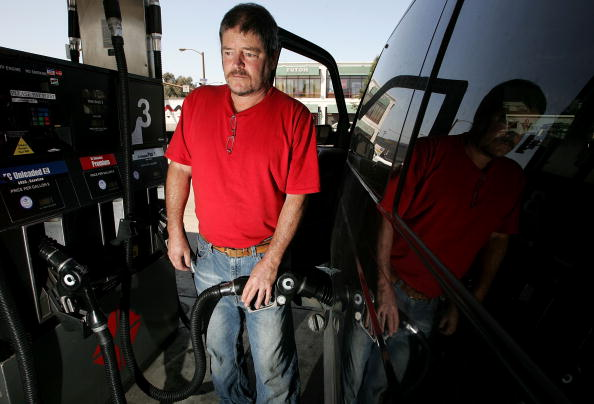Refueling「Consumers Brace For Pain At The Pump Following Pipeline Shutdown」:写真・画像(15)[壁紙.com]