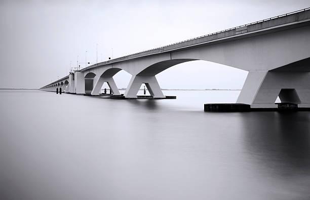 Zeeland Bridge in long exposure:スマホ壁紙(壁紙.com)