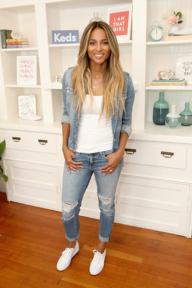 カメラ目線「Keds Collective Member Ciara Leads A Discussion With Young Women From I AM THAT GIRL In Celebration Of Women's Equality Day」:写真・画像(18)[壁紙.com]