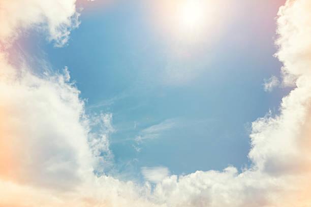 opening in clouds:スマホ壁紙(壁紙.com)