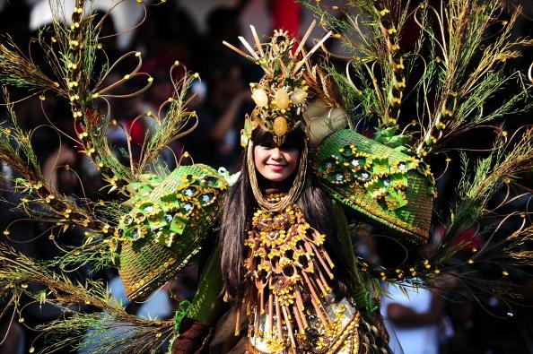 Octopus「Revellers Gather For Jember Fashion Carnival」:写真・画像(17)[壁紙.com]