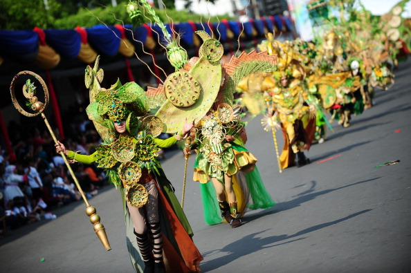 Octopus「Revellers Gather For Jember Fashion Carnival」:写真・画像(2)[壁紙.com]