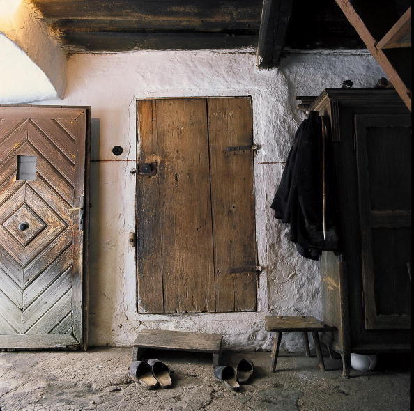 "Door「Anteroom of the former ""Hanm?hle"" in Mitterschlag in the Austrian Waldviertel, View on two wooden doors, a wooden locker, stools and paits of clogs, Photograph, Around 2004」:写真・画像(1)[壁紙.com]"