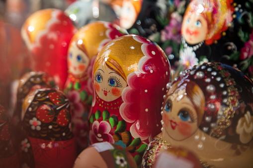 Gift Shop「Matryoshka dolls for sale at souvenir shop」:スマホ壁紙(8)