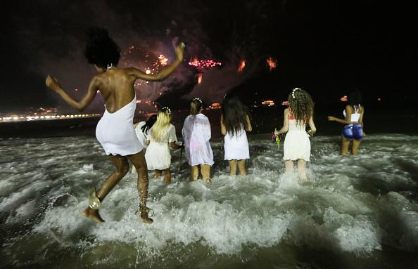 Heritage Images「Revelers Celebrate New Year's Eve In Rio De Janeiro」:写真・画像(18)[壁紙.com]