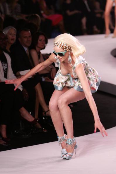 スーパーモデル「Dior 2008 Cruise Collection Fashion Show - Runway」:写真・画像(3)[壁紙.com]
