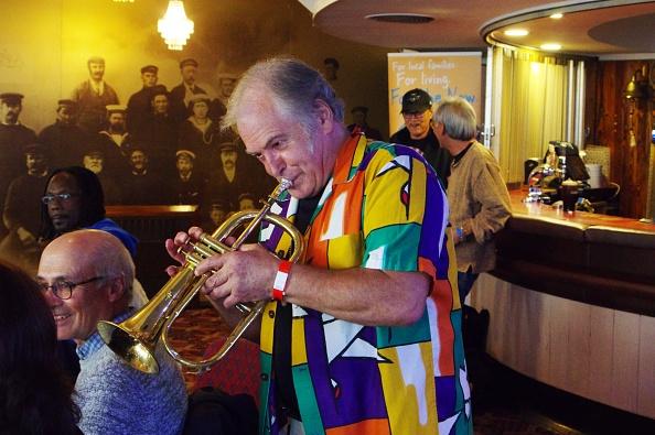 金管楽器「Raul Dolivera,」:写真・画像(18)[壁紙.com]