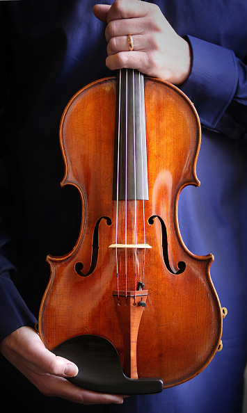 Musical instrument「Recital With The Stradivarius Archinto Viola, One Of The Rarest Musical Instruments In The World」:写真・画像(16)[壁紙.com]