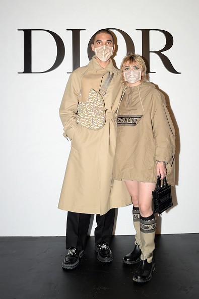 Beige Purse「Dior : Guest Arrivals -  Paris Fashion Week - Womenswear Spring Summer 2021」:写真・画像(5)[壁紙.com]