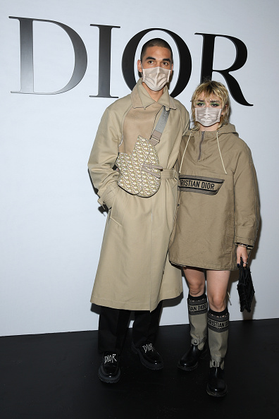 Beige Purse「Dior : Photocall -  Paris Fashion Week - Womenswear Spring Summer 2021」:写真・画像(17)[壁紙.com]