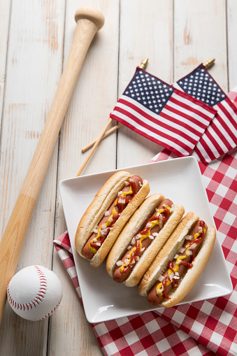 Fourth of July「Hot Dog Picnic on White Bench with Baseball and Bat」:スマホ壁紙(3)