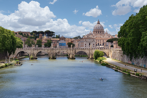 St「St Peter's Basilica and city skyline, Rome, Lazio, Italy」:スマホ壁紙(10)